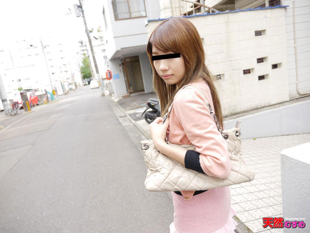 バイトに行く途中の美脚娘をナンパ 須藤望のサンプル画像